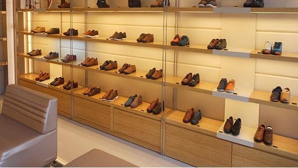 俄罗斯明年将对鞋、大衣等十类商品实行强制标签管理